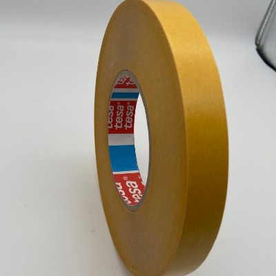 型号:TESA4970 基材:PVC薄膜双面胶 颜色:乳白色 厚度:0.24规格:1240*50M 宽度:1240 长度:50m 应用:适用于家具行业中模具及装饰件的固定及电子行业中负重部件的固定。 配套千亿国际娱乐网址机,冲型机,为客户提供切片、冲型、千亿国际娱乐网址一条龙的产品加工服务。  TESA 4970一款PVC基材双面胶,颜色为白色,厚度为0.24。 产品介绍 TESA 4970是世界著名胶带供应商德莎公司提供的一款PVC基材双面胶,颜色为白色,胶粘剂为改性   TESA 4970 TESA 4970   丙烯酸胶,离型纸为褐黄色,厚度为0.24,具有优异的粘接性、持粘性,抗湿性好、抗紫外线好、抗化学溶剂性好,并且具有优越的加工性能;断裂延伸率为37.5%,抗拉强度为38.3N/CM