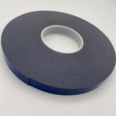 Tesa7044是一款丙烯酸泡棉胶带,有灰色和白色两款。 本品由高性能丙烯酸系统组成,已初步证明具有强大的粘接力,应力分散和耐温耐候性。  由于其独特的组成,本产品综合了出色的高粘接强度和分散高强度动态负重的能力,可承受被粘材料的热胀冷缩。即使是难以粘接的材质表面,如塑料和各种金属表面,也能够基于其高效性和安全性方便快捷地进行粘接工作。 tesa? ACXplus 7044专为装饰性元素的隐形粘接设计,白色或灰色的基材颜色能够完美融入金属或塑料表面,并且可以避免对透明部件造成视觉冲击。  但如果需要在室外使用,则推荐使用tesa? ACXplus 高耐候性系列替代 (707x系列)。 主要应用:  对难以粘接的部件或材料进行粘接固定,例如: 1.装饰性面板粘接,如在冰箱玻璃门版上使用 2.装饰型条粘接,如在洗碗机门上使用 3.进行玻璃与玻璃材料间的粘接,或玻璃与金属之间粘接,如粘接隔断墙或玻璃门