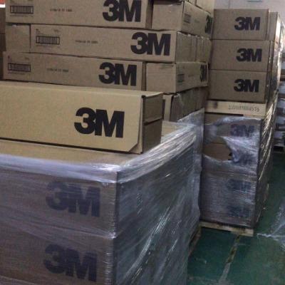 3M4085   颜色:白色,厚1.1毫米,  基材:PU泡棉基材,740胶型。  长期耐温52度,短期耐温93度。 用途:具有高粘性,适用范围:家具镜面、空气滤清器、给皂机、室内指示牌、线夹、线槽、电子零件的减震材料、冲型片 3M4085双面胶带产品型号:3M4085胶的厚度不含离型纸mm(Mils):1.1(45)特性:白色,开放式结构PU泡绵基材,高粘性胶型:740短期耐温性:93C(200F)长期耐温性:52C(125F)抗溶剂性:中相对粘性HSE:高相对粘性LSH:高3M4085双面胶带主要用途:家具镜面,空气滤清器,给皂机,室内指示牌,线夹,线槽,电子零件的减震材料,冲型片离型纸:3mil高密度牛皮.